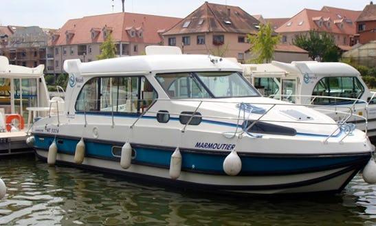 'nicols 1000' Motor Yacht Hire In Port-sur-saône, France
