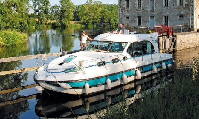 Private River Cruise with Nicols 1170 Motor Yacht in Port-sur-Saône, France