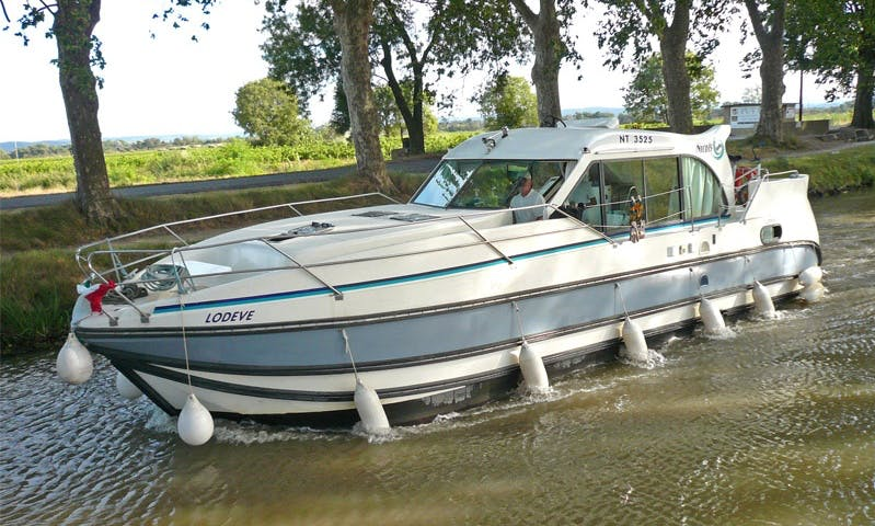 'Confort 1100' Motor Yacht Hire in Port-sur-Saône