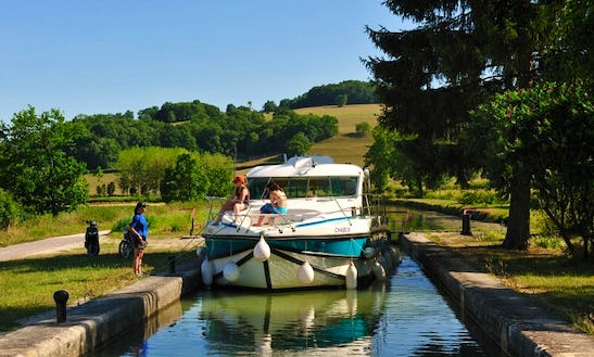 Houseboat Holiday Cruises For Up To 12 Person In Oberhausen, Germany
