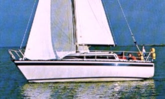 """Charter the Friendship 26 """"Day Off"""" Sailboat In Lelystad"""