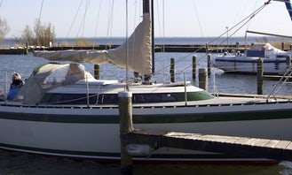 """Charter the Friendship 28 """"Holiday"""" Sailboat in Lelystad"""