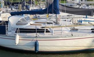 Charter the Jeanneau 'Brin de Folie' 30 Sailboat in Lelystad