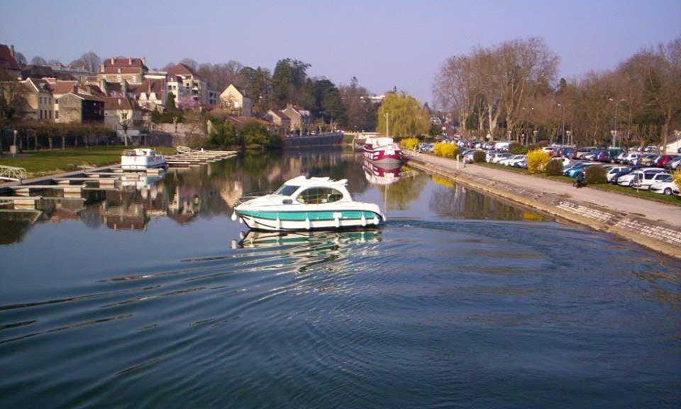 Impressive and Affordable 29' Canal Boat for Hire in Sireuil, France