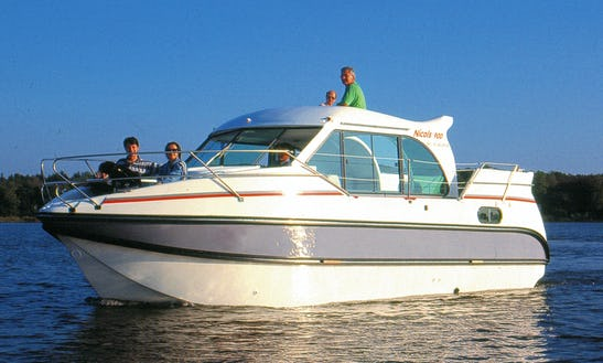 Hire A 29ft 'confort 900 Dp' Motor Yacht In Sireuil, France For 7 Person