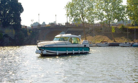 Hire A 9 Person Motor Yacht In Sireuil, France