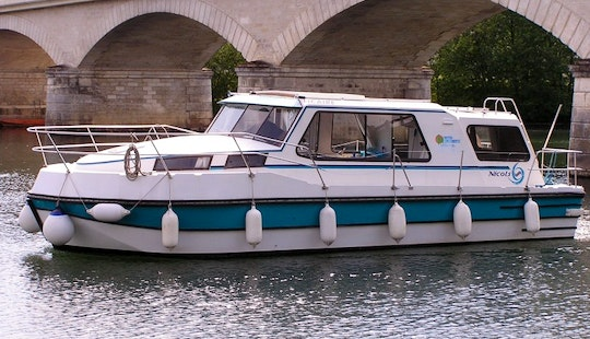 30' Canal Boat With 2 Cabins And Saloon For Hire In Sucé-sur-erdre, France