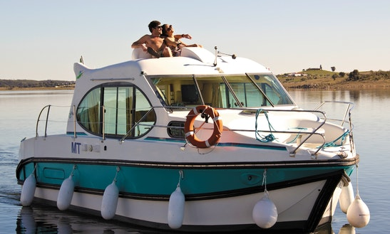 Easy To Navigate 29' Cuddy Cabin Boat For Hire In Sucé-sur-erdre, France