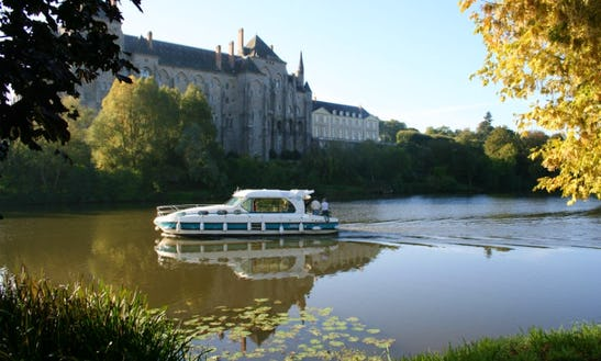 Hire A 10 People Motor Yacht In Sucé-sur-erdre, France