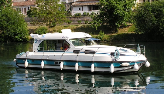 'nicols 1150' Motor Yacht Hire In Venarey-les-laumes, France