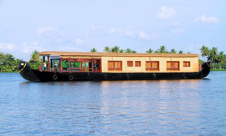 "Water Sprite ""Queen ELIZABETH"" in Alappuzha"