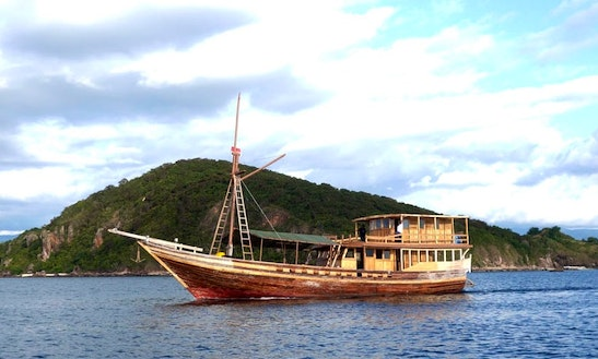 Diving Liveaboard In Komodo
