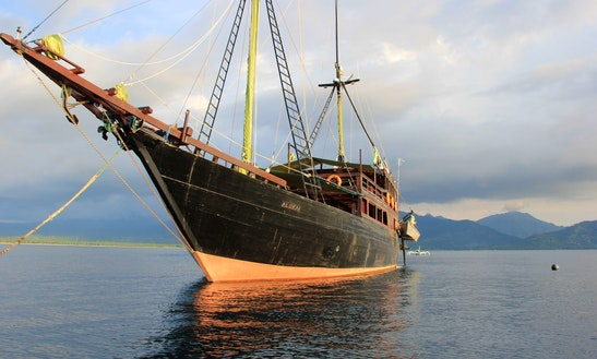 Sailing Schooner Liveaboard Phinisi For Rental In Bali, Liveaboard Sailing Wooden Boat Charter. My Al-iikai