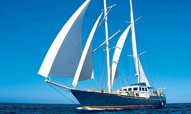 'Beagle' First Class Schooner Charter in Guayaquil