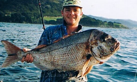 30' Mv Red Skin Fishing Charter In Auckland