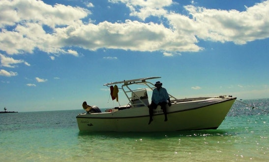 27' Center Console In Freeport, Bahamas