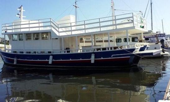 Houseboat Rental In Niterói