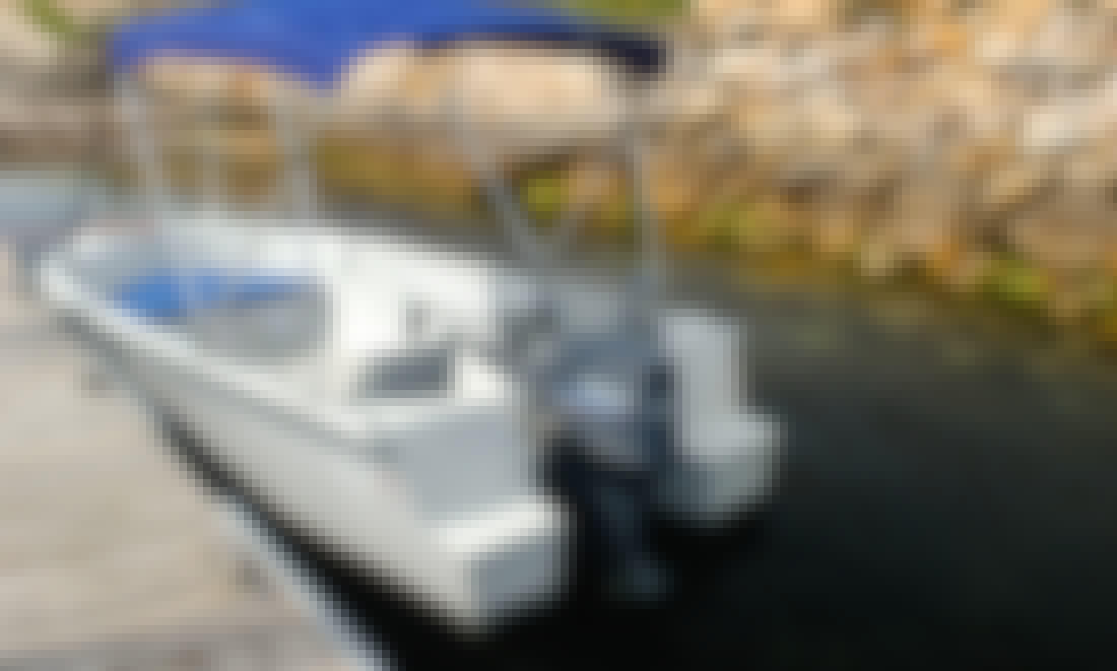 Dinghy rental in Mount Dutton Bay