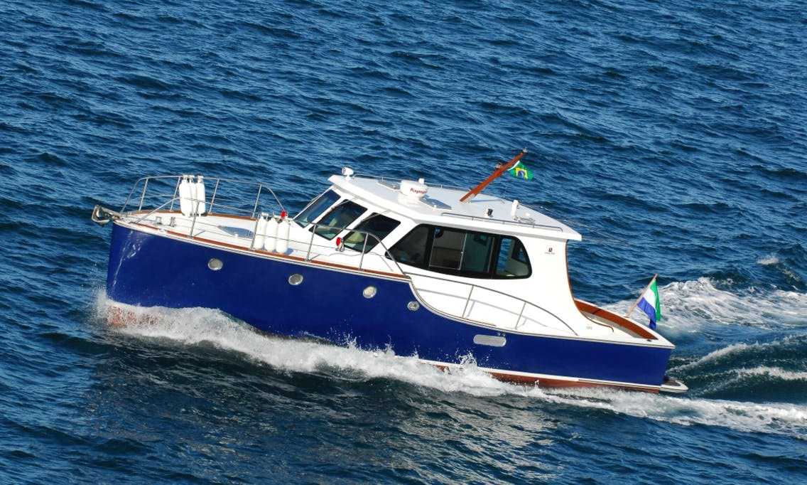 Gorgeous Fast Trawler for Rent