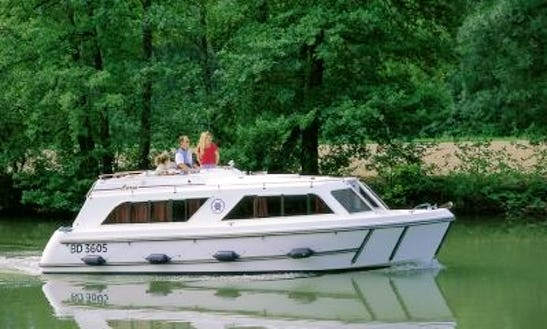 29' Cirrus Riverboat In Egå