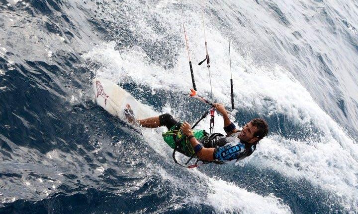 Take kiteboarding lessons in Saint-Cyprien, France