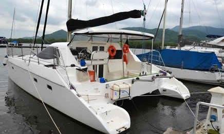 Flash Cat 35´ Cruising charter in Paraty
