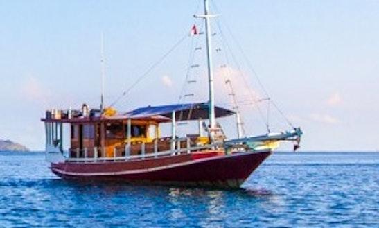 Ari Jaya Dive Liveboard In Komodo
