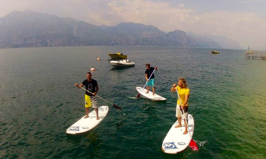 30 Minute Paddleboard Lessons in Brenzone, Italy