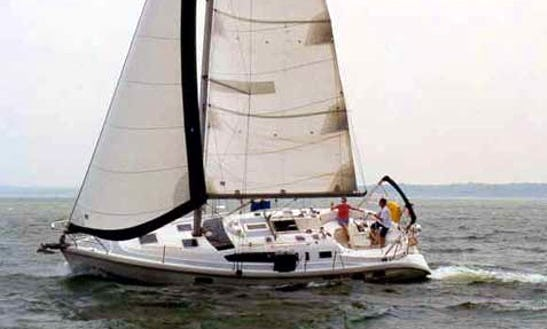38' Hunter 376 Cruising Monohull In Annapolis, Maryland, Usa