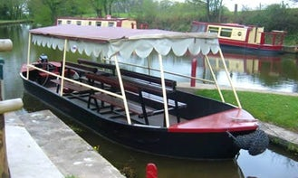 """Hire Canal Boat """"Dragon"""" In Monmouthshire"""