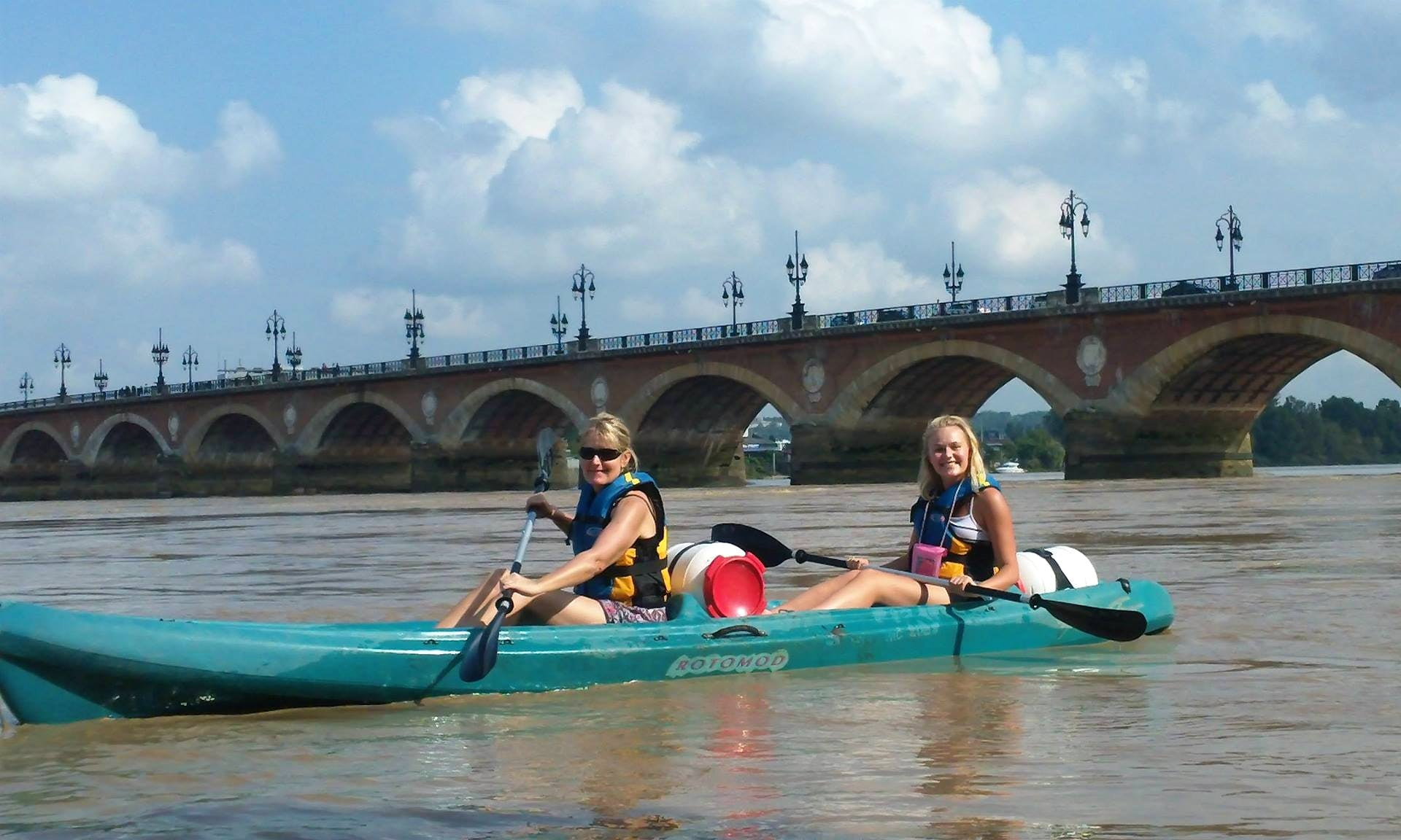 Enjoy a 2 seater Kayak Tour in Bègles, France