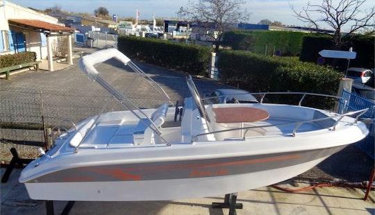 Rent Salmeri 560 Powerboat In Saint-florent