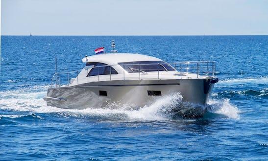 'punta 2' Cyrus Motor Yacht Charter In Pula