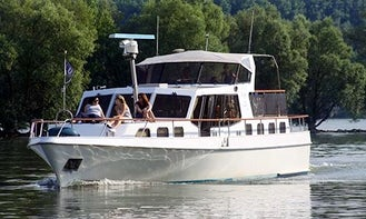 Canal Boat Charter in Rheingau-Taunus-Kreis