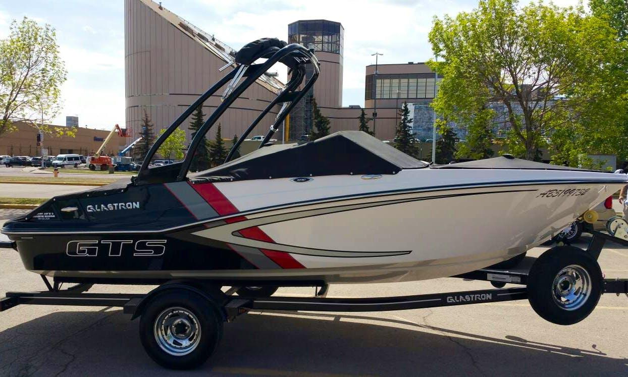Glastron GTS 187 Wakeboard Boat in Edmonton, Canada