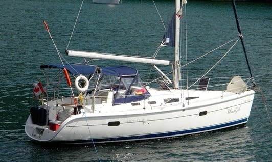 "Hunter 36 ""Island Girl"" Sailing Yacht In Comox"