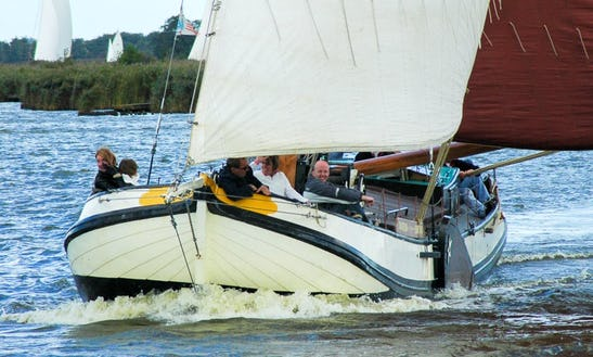 Skûtsje Swanneblom Boat Trips In Earnewald