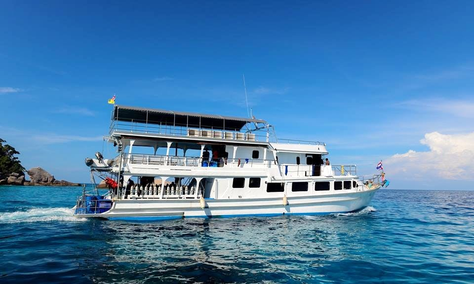MV Camic diving Trip in Tambon Khuekkhak