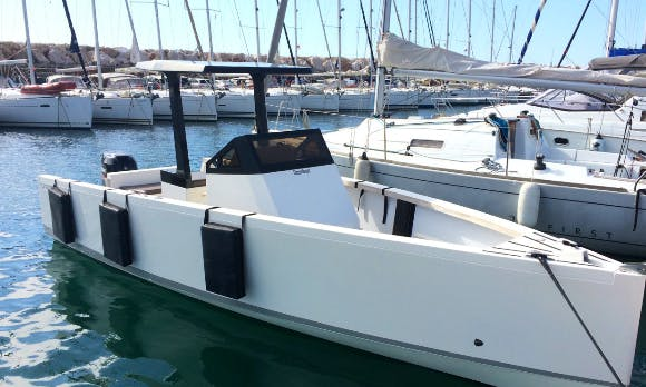 Smartboat 23 Motor Yacht for 9 People Ready to Book in Saint-Florent, France