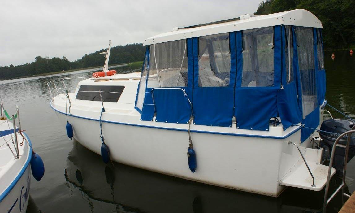 """""""Weekend 820"""" Boat Charter in Giżycko"""