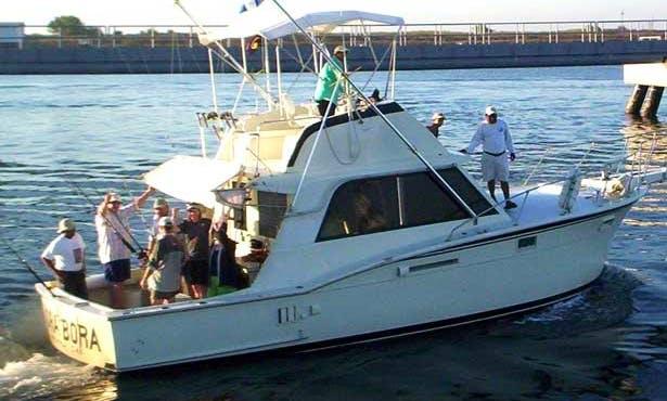 "37' Hatteras Fishing Charter ""Bora Bora"" In Puerto San José"