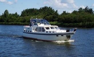 """Charter Valkkruiser 1400 """"SIRIUS"""" in Lemmer, Netherlands"""