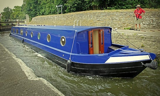 'larkspur' Canal Boat Hire In Bathampton, Uk