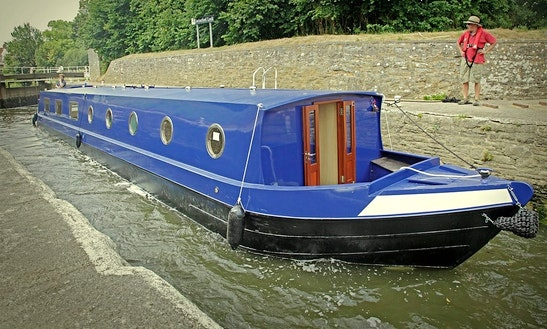 'larkspur' Canal Boat Hire In Bathampton