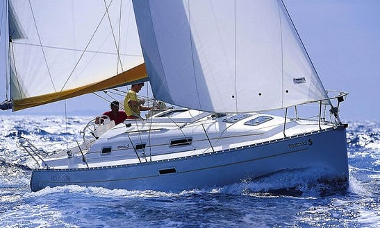 Oceanis 311 Clipper Gamme Eco Cruising Monohull Charters In La Trinite-sur-mer, France