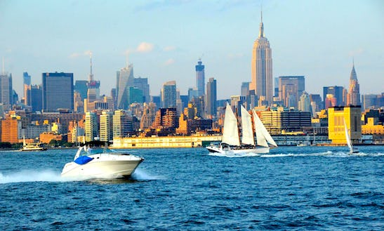Motor Yacht In New York Harbor - Nyc Or Jersey City - Owners' Listing