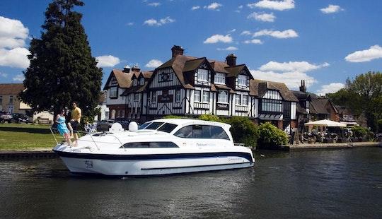 'platinum' Motor Yacht Rental In Ferry View Estate