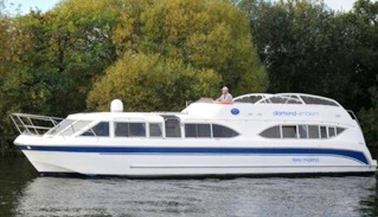 'sapphire' Motor Yacht Rental In Ferry View Estate