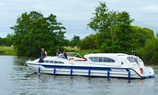 Sun Motor Yacht Rental In Ferry View Estate