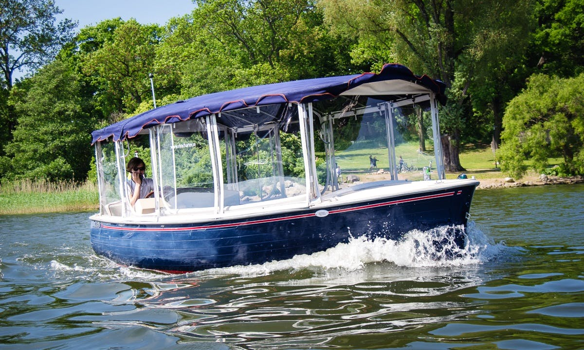 Electric Boat Rental for 8 People in Stockholm, Sweden